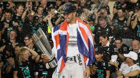 Lewis Hamilton wins 2014 Sports Personality of the Year