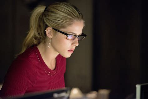 Arrow's Felicity Dives Head First Into Helix & Doesn't
