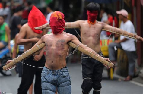 Penitent Filipinos whip themselves red raw 'to atone for