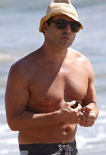 Jeremy Piven's Rep Sets Record Straight About Man Boobs