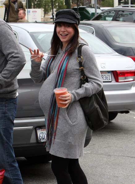 Whose pregnancy was better hidden in the show, Cobie or
