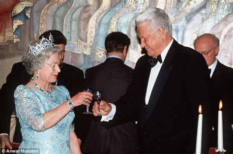 Boris Yeltsin tried to put his arm around the Queen