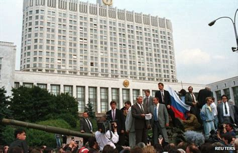 Moscow coup 1991: With Boris Yeltsin on the tank - BBC News