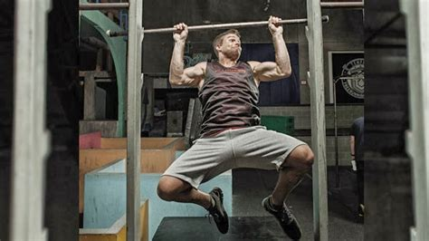 Stephen Amell Workout routine and Diet plan   Muscle world