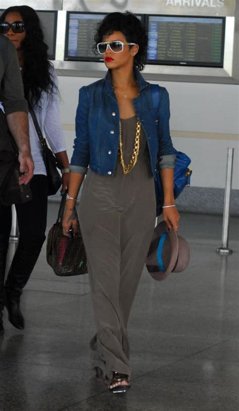Rihanna Arrives Home in Barbados - The Hollywood Gossip