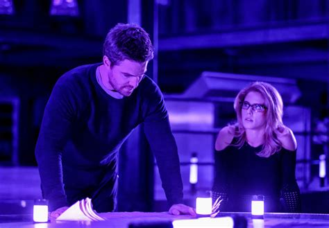 ARROW: Oliver & Felicity Are In Deep Trouble In New Photos