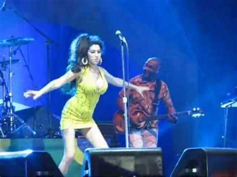 Amy Winehouse FALLS During Concert In Recife, Brazil
